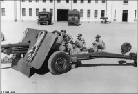 17lb anti-tank gun training at Torrens Parade Ground (10 Bn 27 Bn 43/48 Bn & AUR) 1953